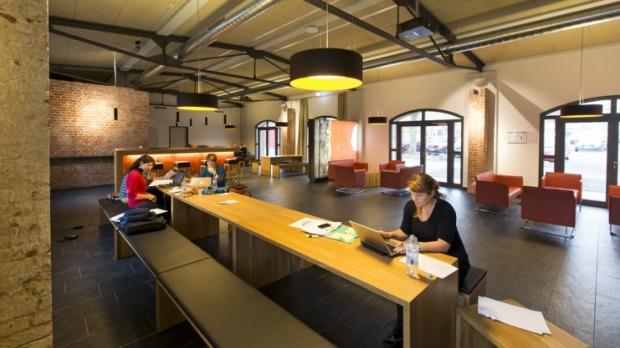 os-caprivi-lounge-der-hochschule-osnabrueck-camp_full