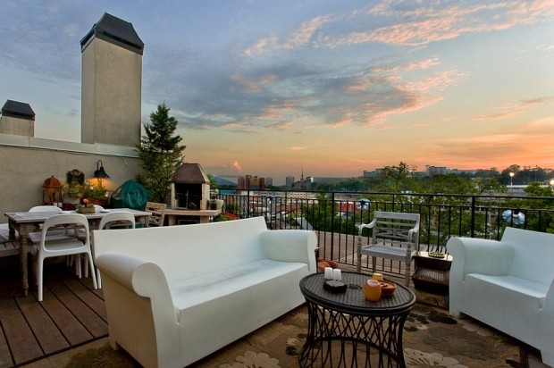 Bubble-Club-Sofa-and-Chair-add-contemporary-style-to-the-gorgeous-deck